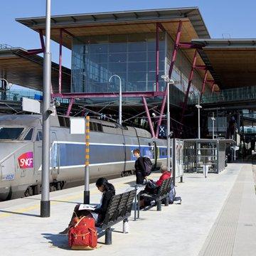 A 30 minutes de Lyon, la gare de Valence TGV est au coeur de Rovaltain