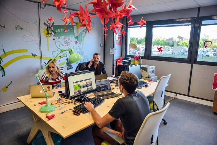 L'espace de coworking du Moulin Digital permet d'accueillir les travailleurs à proximité de la Gare de Valence tgv