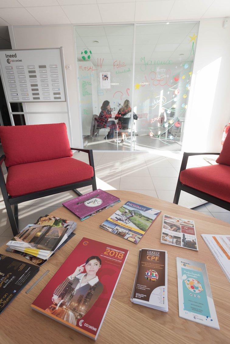 L'accueil dans les nouveaux locaux de la pépinière d'entreprise à Valence TGV, avec de nombreux services pour les entreprises