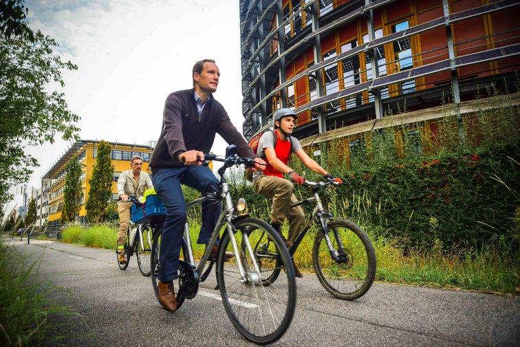 Après les trajets à vélo, la possibilité de prendre une douche dans l'un des bâtiments de Rovaltain.