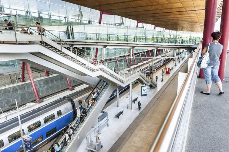 la gare de Valence TGV est au centre du parc d'activités de Rovaltain