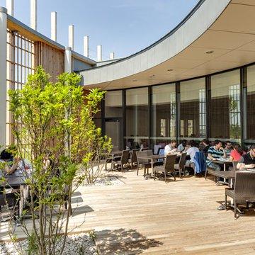 Terrasse ensoleillée du Resto du Parc de Rovaltain