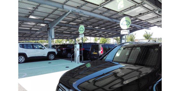 Photo Borne de recharge électrique - Parking P2 - Gare Valence TGV
