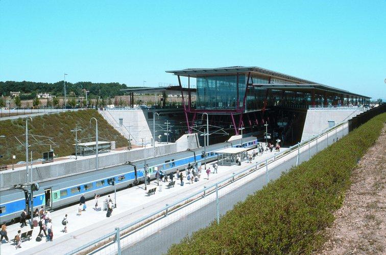 La gare de Valence TGV propose TGV et TER