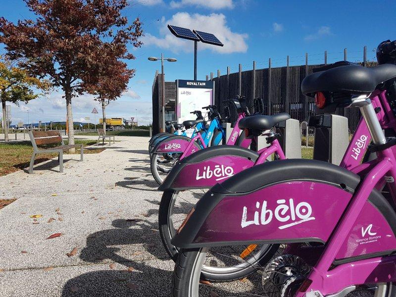 Libélo vélos libre service Rovaltain.jpg